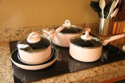Pink_pots_and_pans
